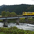 小又川を渡るAN8800