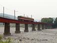笹間渡の鉄橋を渡る16000系