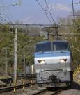 富士山をバックに上りコンテナ列車が行く