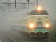 豪雨の中を行く「北越」