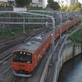 御茶ノ水駅に侵入する快速電車