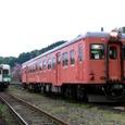 根知で交換する普通列車