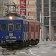 福井駅前の単線区間に進入する80形