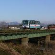 犀川の鉄橋を渡るハイモ180