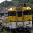 吉田口を後にする普通列車