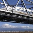 富士川橋梁を渡る「のぞみ」