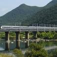 吉井川を渡る583系