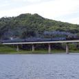 錦秋湖を渡る「北東北DC号」