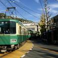 交差点を横断する江ノ電