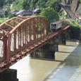 古参の鉄橋を渡る