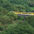 阿武川を渡る普通列車