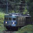 山道を行く元地下鉄電車