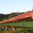 夕陽に輝く貨物列車