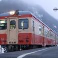 発車を待つキハ52