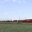 朝の北陸路を行く貨物列車
