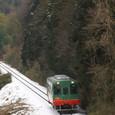 雪景色の中を走るモオカ14