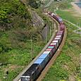 カーブに載せる貨物列車