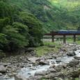 玖珠川の渓谷を行く