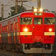 夕日に染まる赤い電車