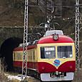 関崎トンネルへ入る急行電車
