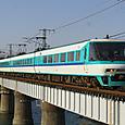 富田川を渡る「スーパーくろしお」