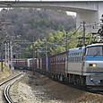 S字カーブを行く長大コンテナ列車