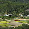 石神集落を行くキハ200