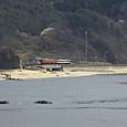 笹川流れの海岸を行く普通列車
