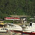 漁船とキハ40