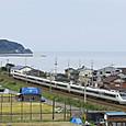 日本海を背に進む「はくたか」