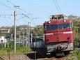 西里のカーブを行く貨物列車