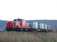 西留辺蘂の築堤を行く貨物列車