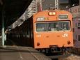 福島に停車中の環状線内回り電車