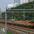 都会を後にする113系普通列車