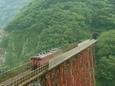 餘部鉄橋を渡るキハ47