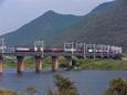 吉井川鉄橋を渡る貨物列車