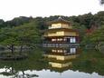 水面に浮かぶ金閣寺