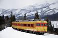 雪景色に映える修学旅行色