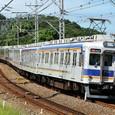S字カーブを行く特急列車