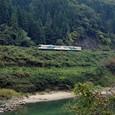 阿武隈川沿いを走る普通電車