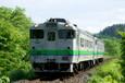 常紋峠を下る普通列車