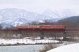鬼面川を渡る普通列車