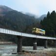 カーブ鉄橋を行くキハ120