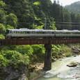 篠山川第一橋梁を渡る普通電車