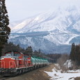 磐梯山をバックに走る燃料輸送列車