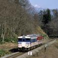早春の会津路を後にする普通列車